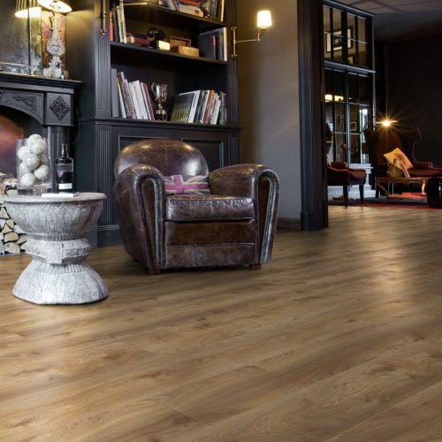 ML1008 Residence MAKRO OAK NATURE bok komin e1563966349506 500x500 - Panele podłogowe ML1008 Makro Oak Nature | Residence 10 mm AC5 | My Floor